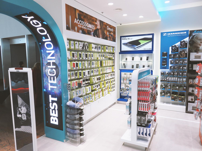 Tiendas en Terminal 1 y Terminal 4S del aeropuerto de Madrid – Barajas. Crystal Media